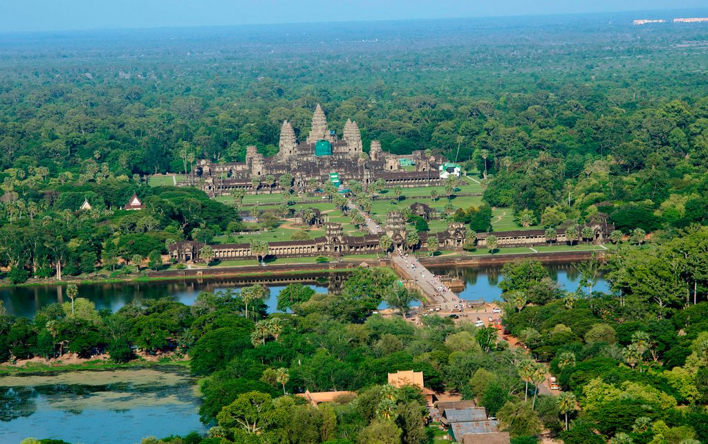 greenscaffolding-cavas-at-angkor